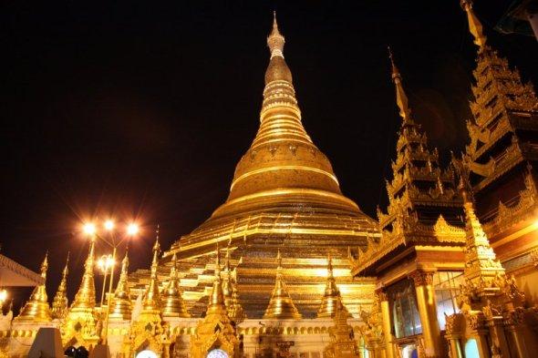 Schwedagon Pagoda - robi wrażenie